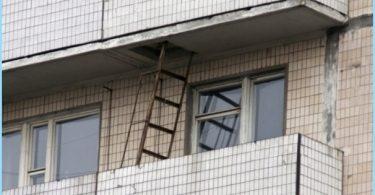 Bella scala antincendio sul balcone