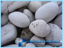 Un recinto di pietra con le loro mani