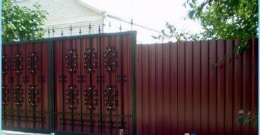 Un recinto di cartone ondulato con le proprie mani