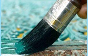 La vernice resistente al calore e ruggine sul metallo