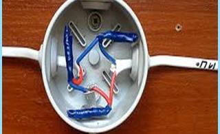 rasklyucheniya guida o collegamento di cavi elettrici nella scatola di giunzione